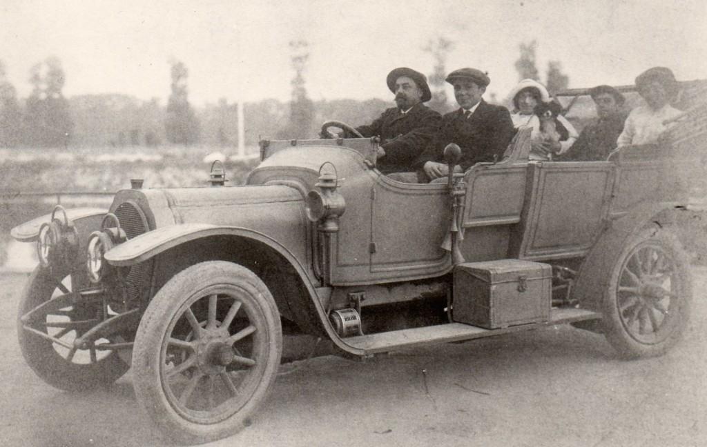 La famille Sevette en voiture