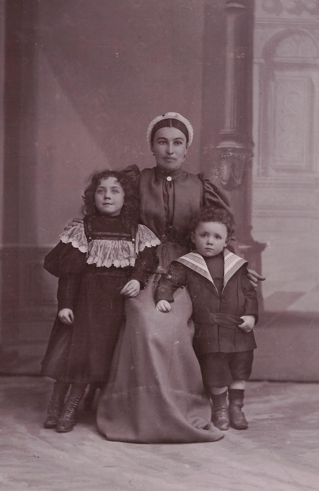 Suzanne Sevette, Nounou et Lucien Sevette vers 1897