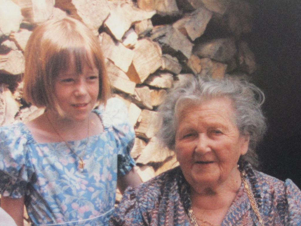 Tata Germaine (2 mois avant son décès) et son arrière-petite-nièce, auteure du site
